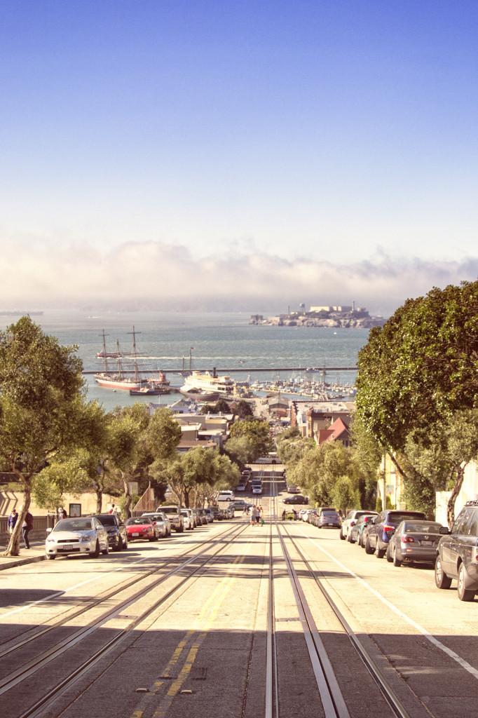 Droga do portu w SF, a w tle Alcatraz.